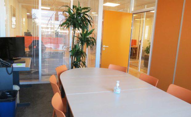 une salle de réunion pour rencontrer collaborateurs, clients ou pour vos formations en coworking à Nice