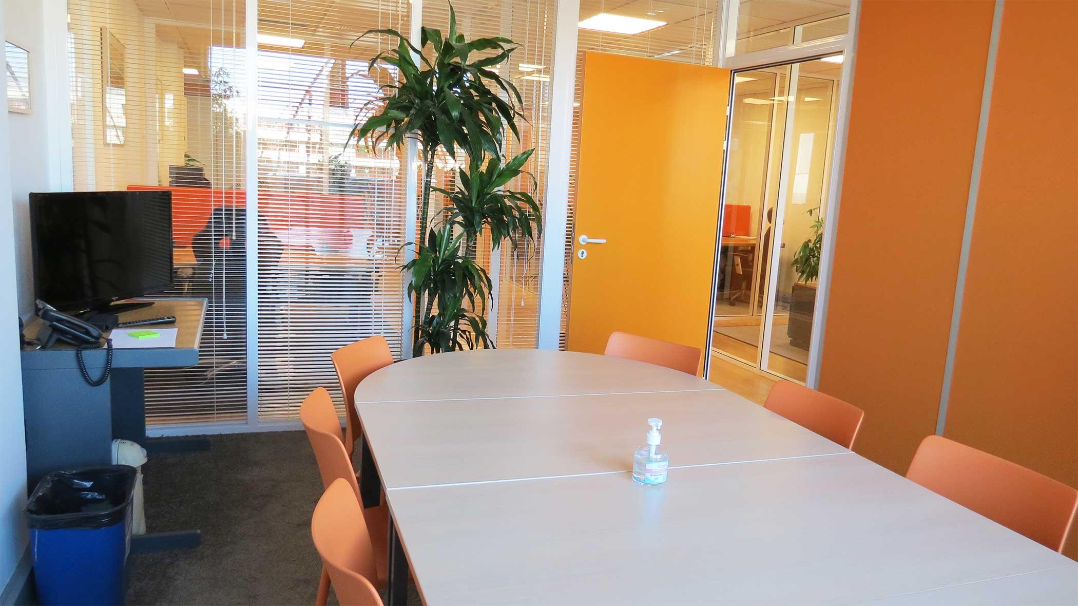 une salle de réunion pour rencontrer collaborateurs, clients ou pour vos formations