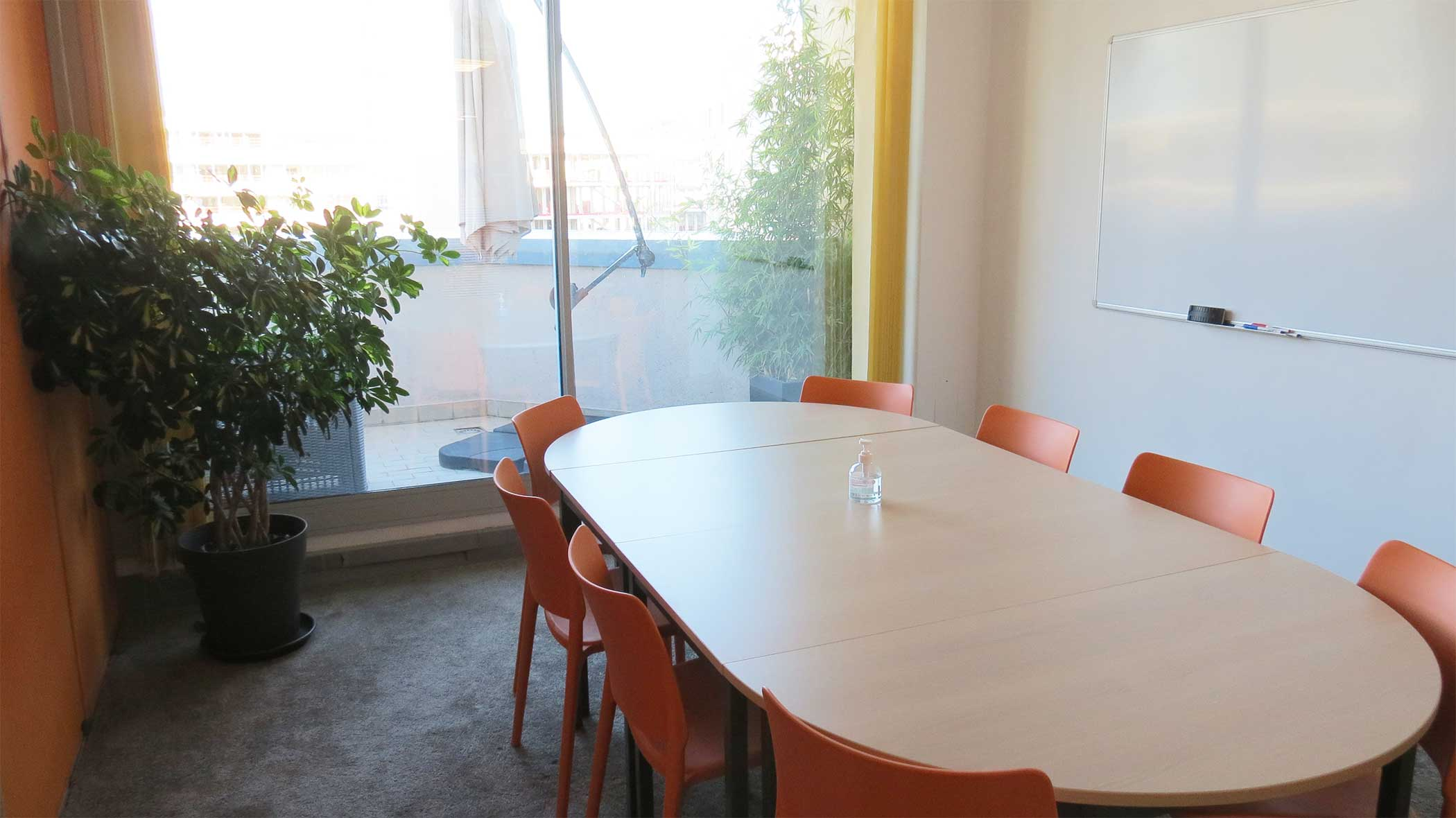 salle de réunion Nice Office calire et confortable